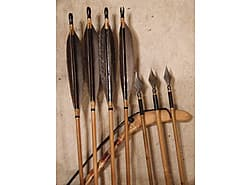 Persian Arrows, 7 inch feathers, full horn bulbous nocks, black color under feathers, war points